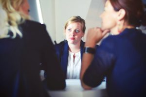 Mit Kollegen über Mobbing reden